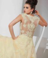 الأساسيات في اختيار فستان الخطوبة المناسب